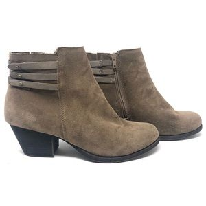 White Mountain Idella Taupe Suede Ankle Boots 8.5M